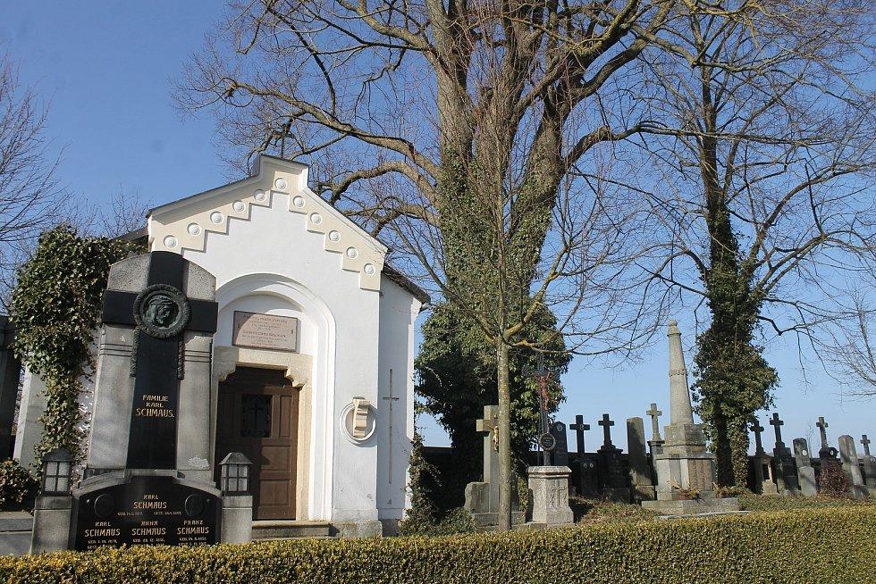 Hřbitov u kostela sv. archanděla Michaela ve Všerubech.