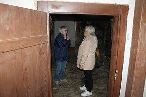 Lidé si prohlédli pravený Dům v kožichu