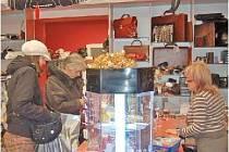 Mnozí obchodníci se o Zlaté neděli museli pořádně ohánět, aby uspokojili zákazníky, kteří se rozhodli využít otevřených obchodů k nákupu vánočních dárků.