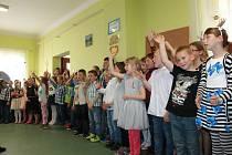 Den rodiny oslavili písněmi a básničkami.
