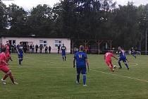 B-tým Slavoje Koloveč (v červeném) je v polovině fotbalové Podbolfánské ligy na posledním místě tabulky se ziskem jednoho bodu za remízu z úvodního utkání se Švihovem. Poté prohrál s Chudenicemi (na snímku) i se svým klubovým áčkem.