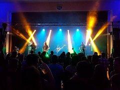 Společně s Dogou vystoupily další kapely Alkehol a Septic People.