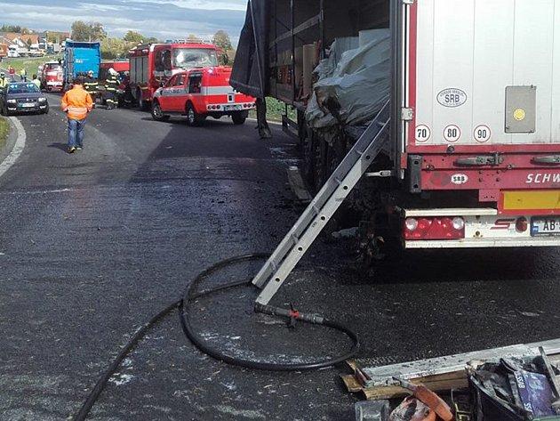 Za požár kamionu u Březí můžou papírové role