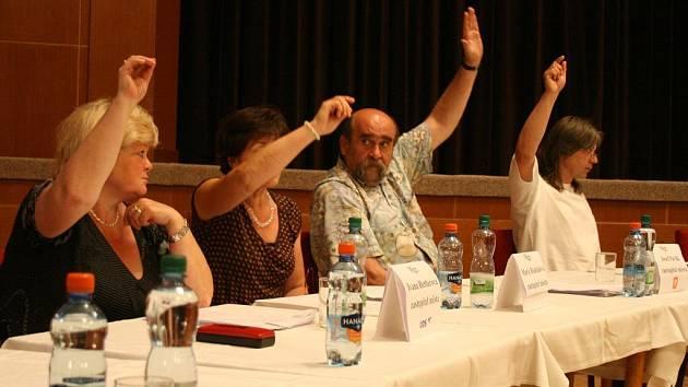 O odvolání ředitelky Marie Gruberové rozhodli staňkovští zastupitelé v červnu 2010.