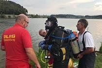 Pátrání po ztraceném muži v Dračím jezeře ve Furthu im Wald.