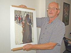 VZÁCNÝ SNÍMEK LADISLAVA LEŠICKÉHO. Fotit zahalené arabské ženy je v Jemenu možné jen tajně.