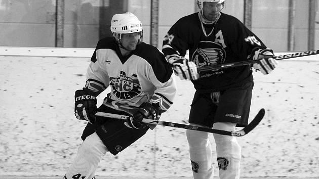 O zlaté sršní kusadlo se utkali hokejisté Autokempf Klatovy ve světlém a Pilsfans.