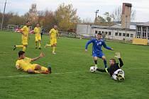 FOTBALOVÁ I.B TŘÍDA: Tatran Chodov (ve žlutém) - TJ Chodský Újezd (v modrém) 2:2 (2:0), na PK 3:4.