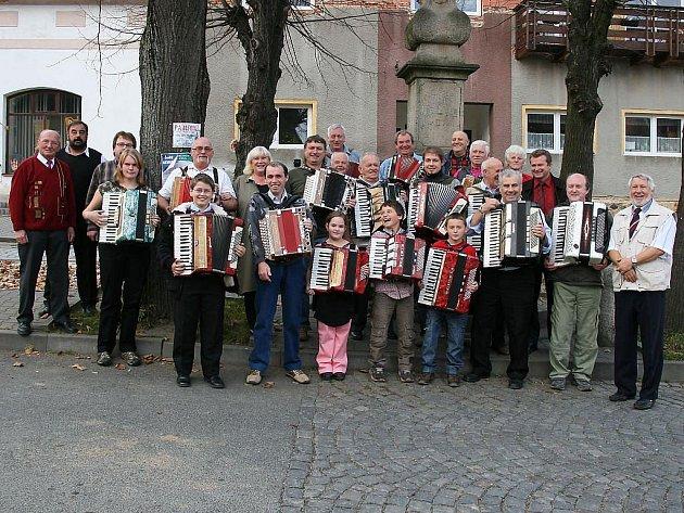 Setkání harmonikářů v Hostouni.