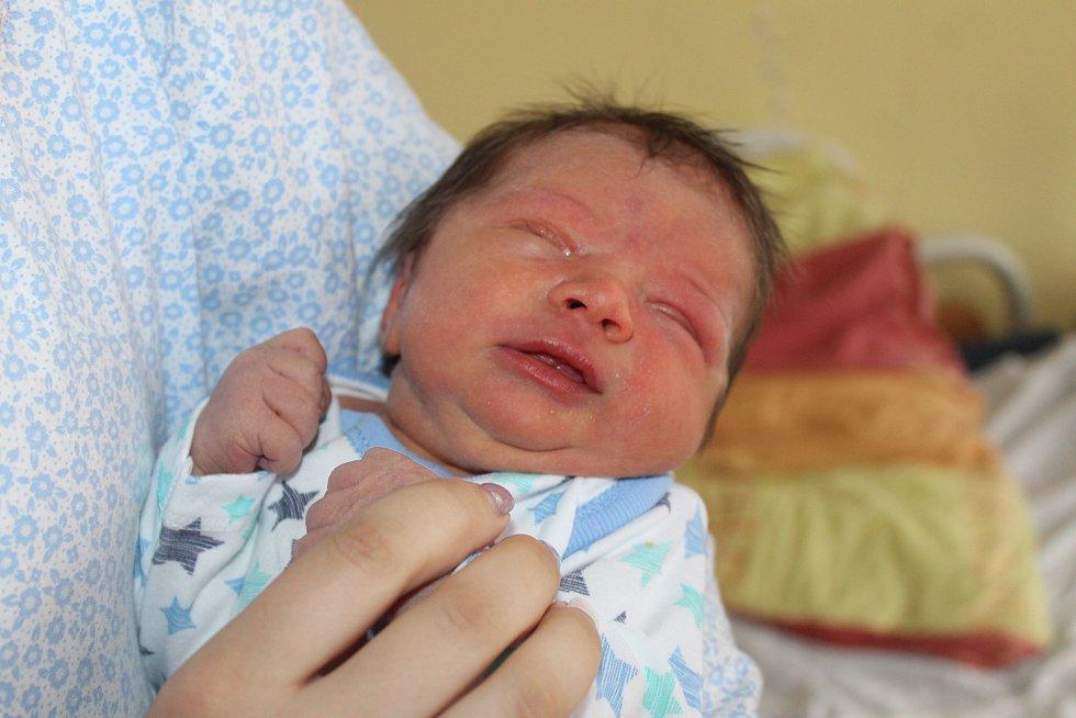 JAKUB RUBÁŠ z Domažlic (3000 g a 47 cm) se narodil 21. května v Domažlicích mamince Denise a tatínkovi Vítovi.