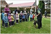 Policisté navštívili děti ve Lštění.