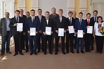 Žáci oboru mechanik-seřizovač z domažlického SOU převzali certifikáty německé hospodářské komory.