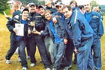 Společná fotografie soutěžního družstva vznikla v Dílech v roce 2007. Foto: Roman Votava