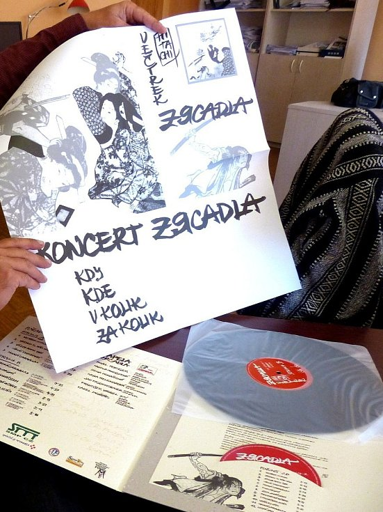 Pavel Morysek představil nové LP folkové skupiny Zrcadla.