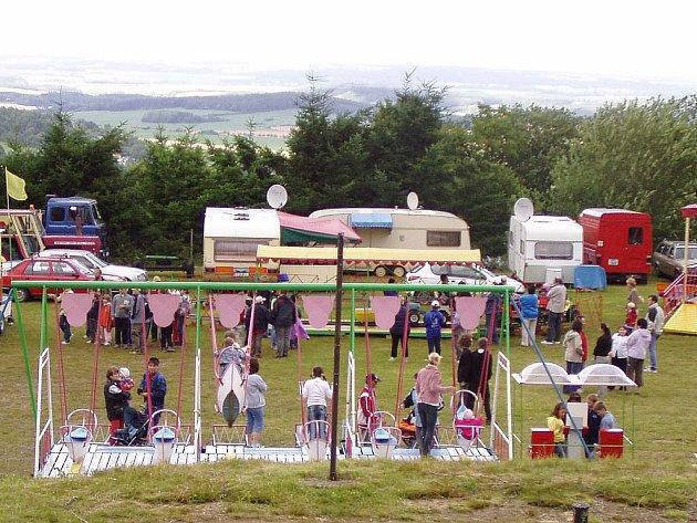 K dílské pouti patří kromě tradiční výstavy ve školce také atrakce na nedalekém hřišti
