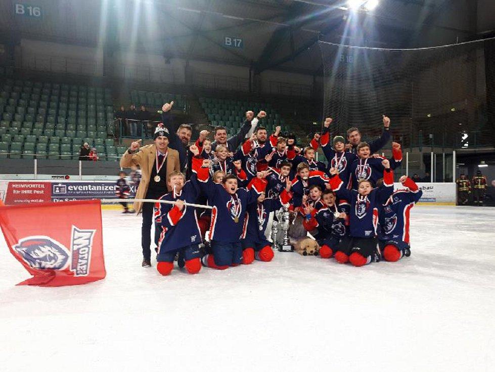 Dva odchovanci HC Domažlice se podíleli na triumfu Pilsen Wolves na mezinárodním turnaji v Regensburgu.