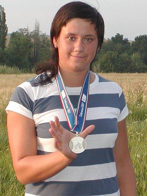 Nová česká rekordmanka v hodu kladivemLenka Ledvinová  je velmi blízko účasti na letních olympijských hrách v Pekingu.