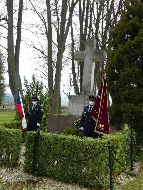 Nechybělo ani tradiční zastavení u hrobu Heinricha Coudenhove - Kalergi, 14. května 2021 uplyne 115 let od úmrtí hraběte.