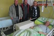 Semněvičtí vloni navštívili B. Reithara v Domažlické nemocnici.