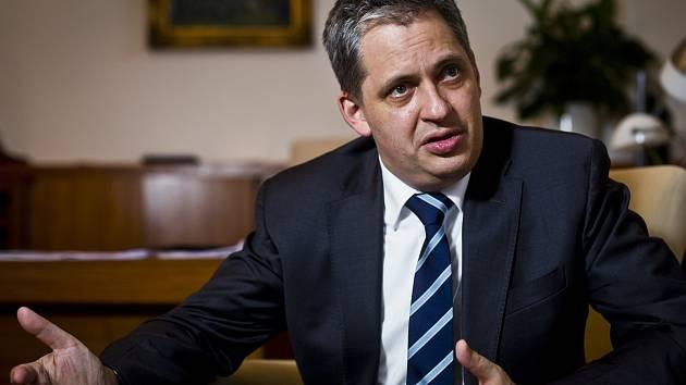 Jiří Dienstbier,  ministr pro lidská práva ČR.