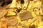 V zaniklé příhraniční obci Lučina bylo při vykopávkách nalezeno hodně předmětů, které jsou dokladem tamního života. Předměty byly ponechány na místě na zbytcích zdí.