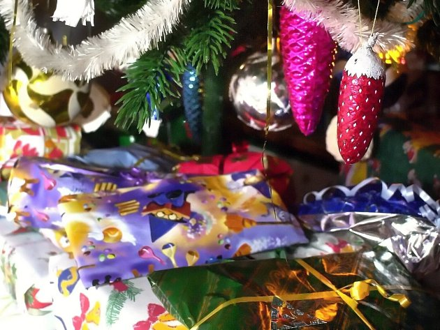 Dárky pod stromečkem. Ilustrační foto.