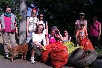 Parta dobrovolníků vyčistila rokli a cestu pod Vavřincem.