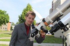 Gymnazista Pavel Kůs vyráží v létě na Mezinárodní olympiádu astronomie a astrofyziky do Indonésie.