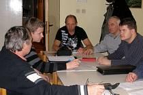 Nad projektem kulturního stánku ve Staněticích se  minulý týden sešli zastupitelé i  občané Stanětic.