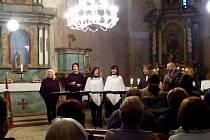 Z benefičního koncertu skupiny Singtet v kostele sv. Václava.