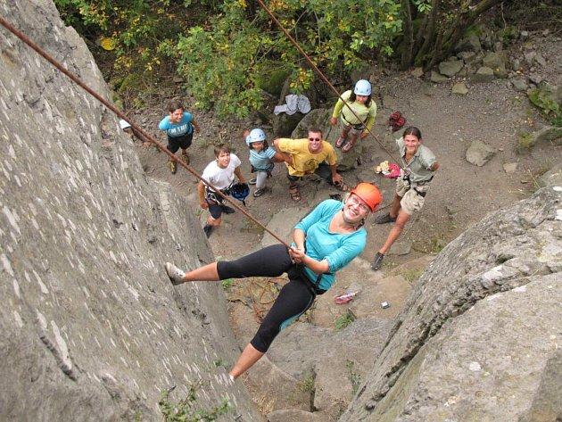 Domažličtí horolezci ve skalní oblasti Polínko.