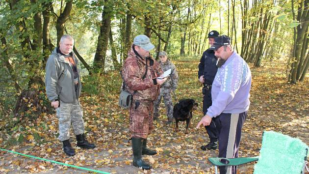 Spolu se členy rybářské stráže realizovali kontroly příznivců Petrova cechu.