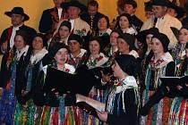 Postřekovští si nedokáží představit příchod Vánoc bez zpívání u stromečku, respektive u sousední restaurace Špilarka.