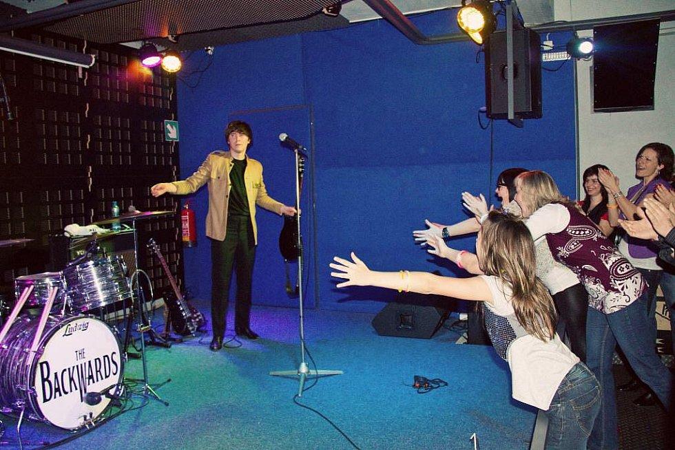 The Backwards - The Beatles revival v domažlickém klubu Death Magnetic.