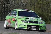 V malebných velikonočních barvách vyrazil s jedním z vozů meclovského Profiko rally teamu s číslem 1 největší aspirant na celkové vítězství Pavel Valoušek.