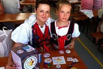 MONIKA KREUZOVÁ nabízela propagační předměty nejen s Eliškou Buršíkovou (vpravo), ale i s děvčaty Palenčarovými.