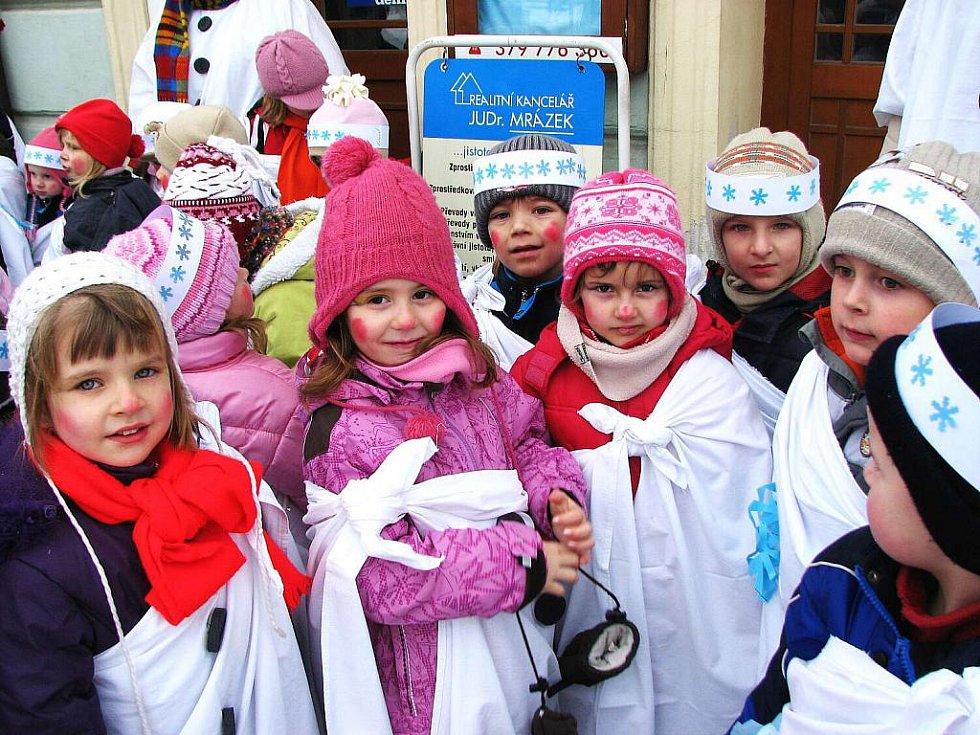 Děti z domažlické mateřské školy v Palackého ulici.