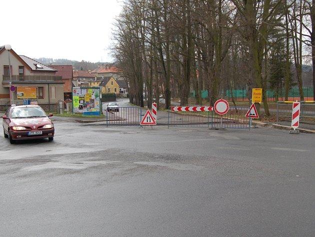 Dopravní omezení v Hruškově ulici, 12. dubna 2012.