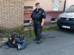 Klenečští školáci si prohlédli policejní areál i práci psovodů