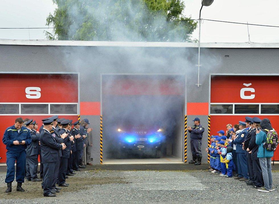 Kolovečtí hasiči mají nový automobil.
