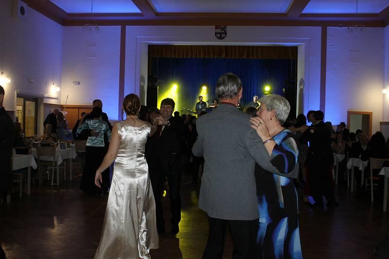 Městský ples v Horšovském Týně
