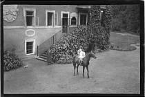 Skleněné negativy z poběžovického zámku pocházející z fondu rodu Coudenhove-Kalergi. Foto: Státní oblastní archiv v Plzni