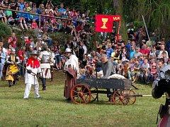 Husité do bitvy u sv. Anny v roce 2016 zapojily i vozy. Letos však místo pozemní bitvy budou dobývat hrad.