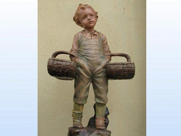 Tato rodinná památka, soška Jeníčka, skončila ve Kdyni v poštovním pytli nenechavce. Naštěstí jen nakrátko.