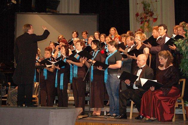 Ze společného koncertu Čerchovanu a sboru La Cantalud.