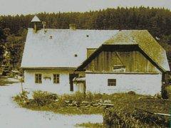 Mlýn a pila Josefa Weidnera na historickém snímku.