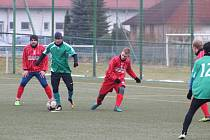 FK Tachov (v zeleném) - FK Holýšov (v červeném) 6:4.