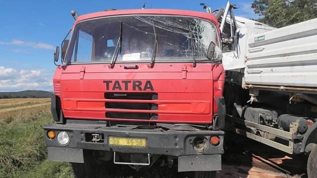 Nehoda nákladních aut u Vidic.