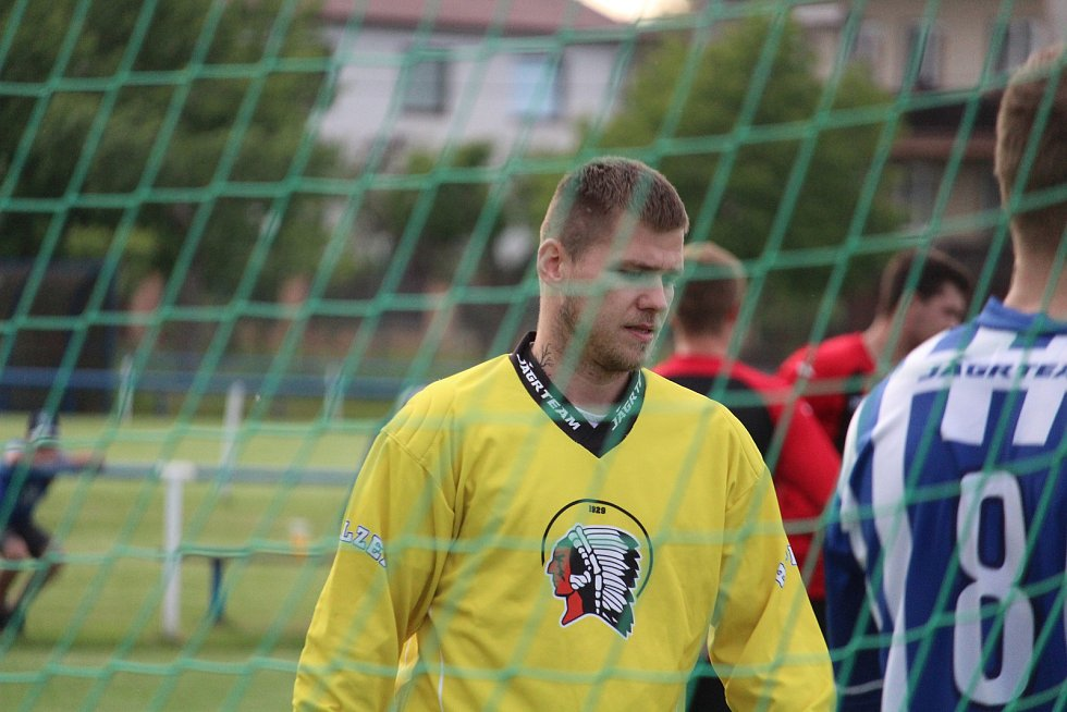 Staňkovští fotbalisté zdolali hokejisty Plzně 4:2.