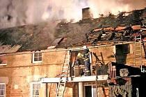 K velkým zásahům mířkovského sboru se přiřadil i lednový požár rodinného domu v Chřebřanech. Foto:  HZS Plzeňského kraje